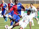 Basels Breel Embolo gegen Ange Makabi vom CS Italien.