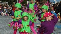 Im traditionellen Blumenkorso zogen rund sechzig Gruppen durch die Strassen. (Archivbild)
