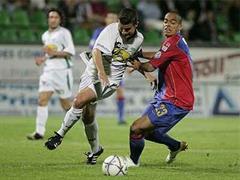 Yverdons Raphael Darbellay gegen Basels Adelino Eduardo.
