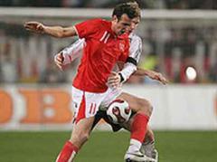 Marco Streller gegen Per Mertesacker.