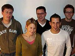 Von links: Matthias Mahr (Leiter StudiSurf.ch), Christine Peters (Chefredaktorin StudiSurf.ch), Patrick Mollet (Mitinhaber StudiMedia), Marc Born (Eventredaktor StudiSurf.ch), Dominik Kathriner (Portal Manager StudiSurf.ch).