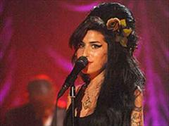 Amy Winehouse hat eine Entspannungs-Therapeutin engagiert.