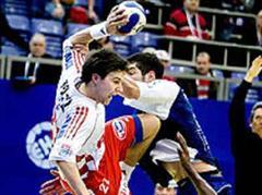 Kroatien gegen Frankreich an der Handball EM 2008: Ivan Cupic gegen Nikola Karabatic und Oliver Girault.