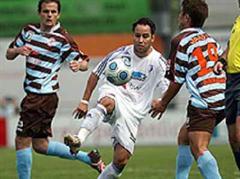 FC Wohlen - FC Winterthur: Wohlens Leonel Romero gegen Winterthurs Amir Abrashi.