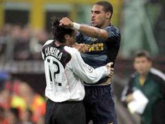 Inters Stürmer Adriano habe richtig reagiert.