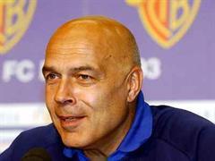 Basels Trainer Christian Gross kann sich auf AS Roma freuen.