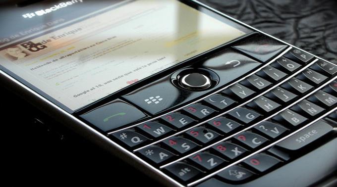 Blackberry - mit dem Aufkommen von Android und neuen iPhones verlor das Smartphone an Beliebtheit.
