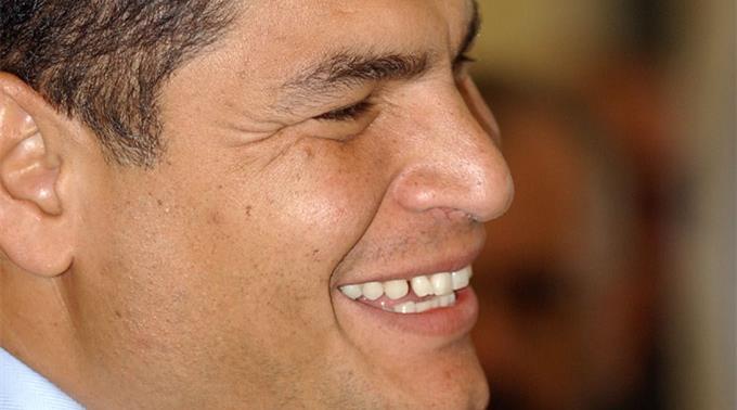 Correa empfängt in Ecuador Mutter des Wikileaks-Gründers Assange.