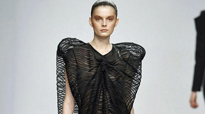 Flügel-Schultern bei Amaya Arzuga.