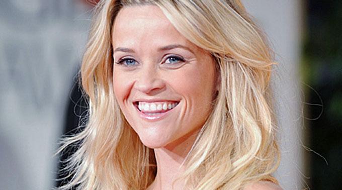 Reese Witherspoon mit locker fallenden Locken.