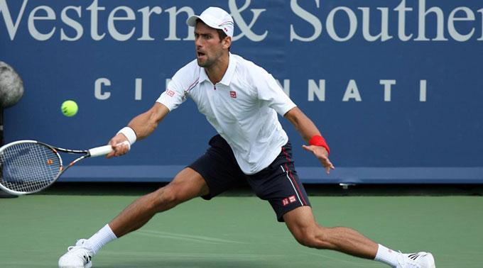 Novak Djokovic zieht souverän ins Finale ein.