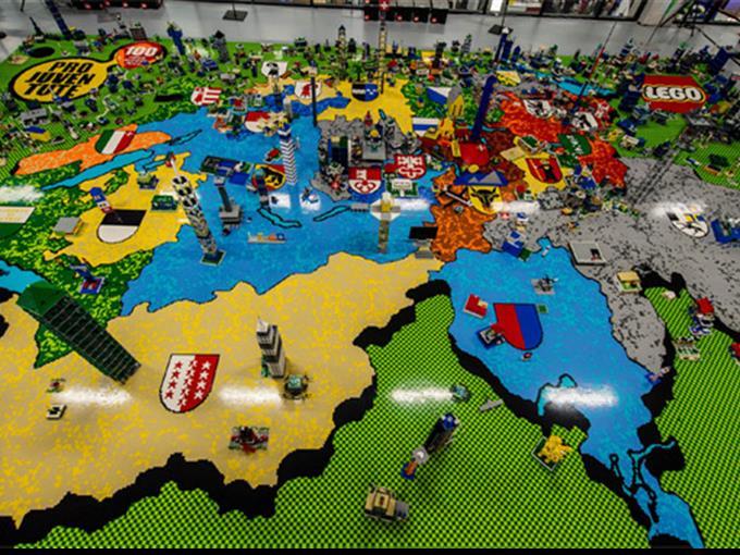 Grösstes Lego-3D-Mosaik der Welt an der Suisse Toy in Bern.
