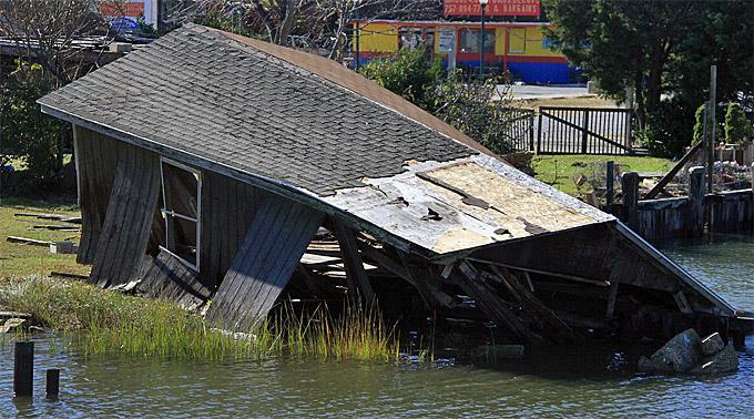 Die Schäden seien deutlich höher, als von einem Sturm der Kategorie 1 zu erwarten gewesen sei.