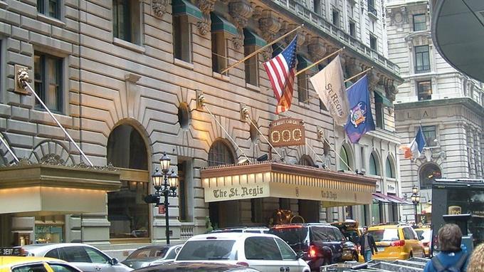 Für einmal blieb das, was hier passiert nicht drin: St. Regis Hotel, New York.