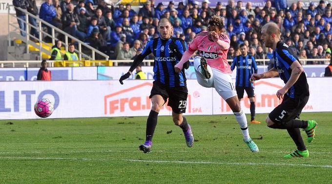 Mario Lemina (Juve) erzielt das Tor zum 0:2.