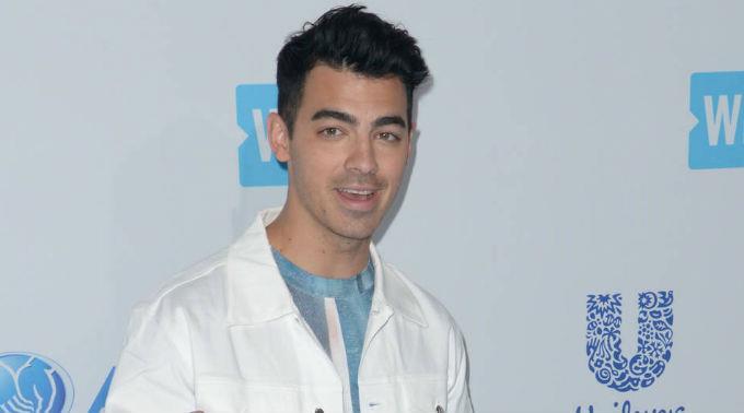 Joe Jonas und seine Freundin